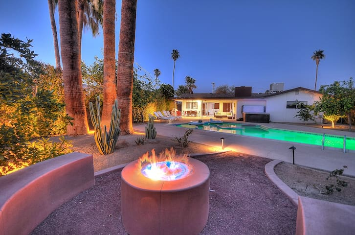 Luxury Pool+Jacuzzi Desert Retreat - Palm Desert - House