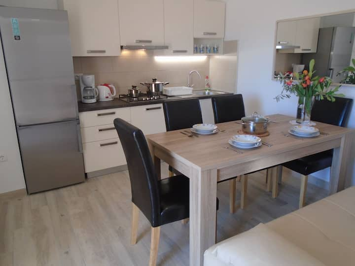 NEW two bedroom apartment with garden   N 2
