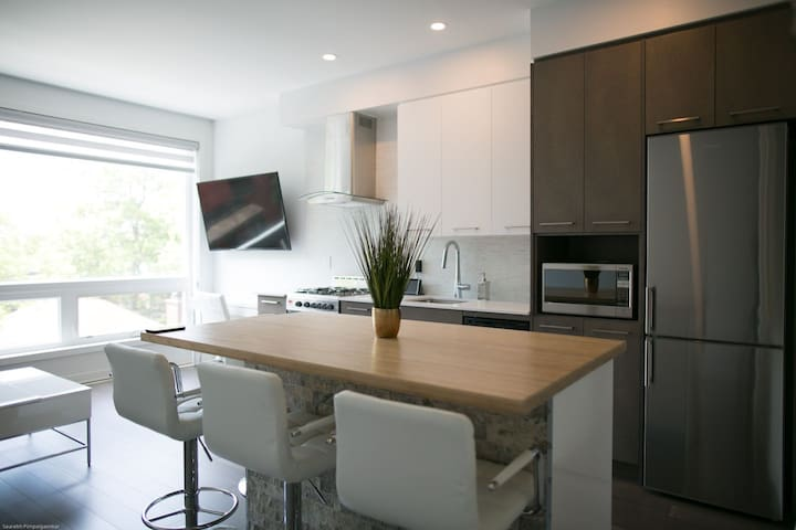 Great Location! Modern Condo Downtown LeBreton 1BR