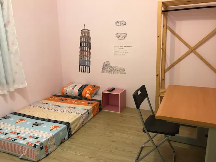 楠梓英國風格溫馨單人房間