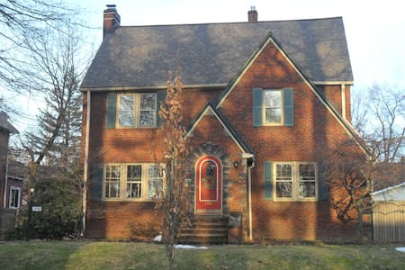 Crest Bed and Breakfast - Cleveland Heights - Penzion (B&B)