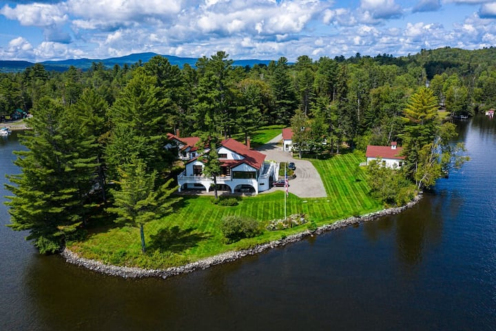 Indian Point - Breathtaking, private getaway on Rangeley Lake