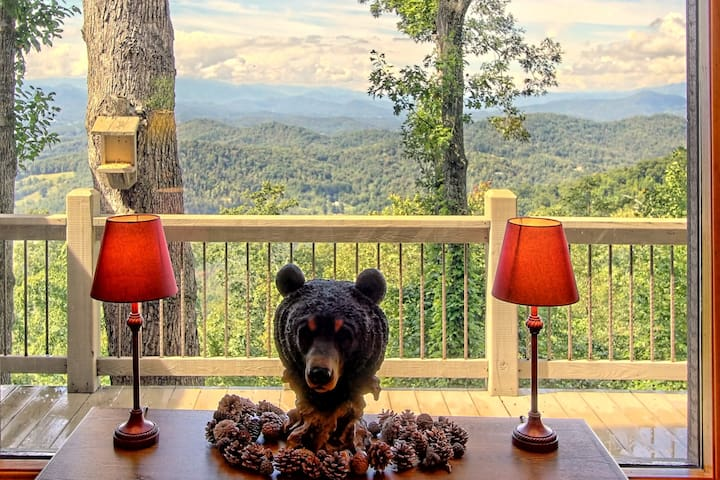 King of the Mountain Bear Paw Chalet with WIFI
