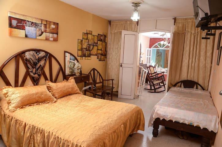 Casa Mary y Santi (Habitacion 2)
