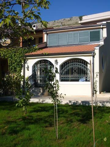 Таунхауз в Петроваце в 5мин от моря - Petrovac - House