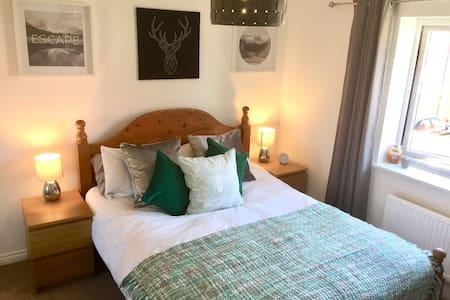 King Size bedroom close to Bath & Bristol