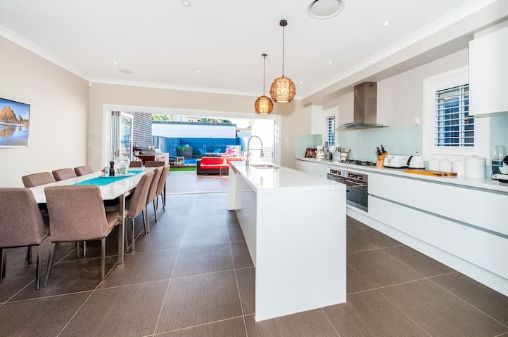 Kitchen dining , outdoor area