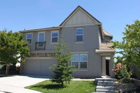 Master Suite - double sinks-spa tub walk-in closet - American Canyon - Apartamento