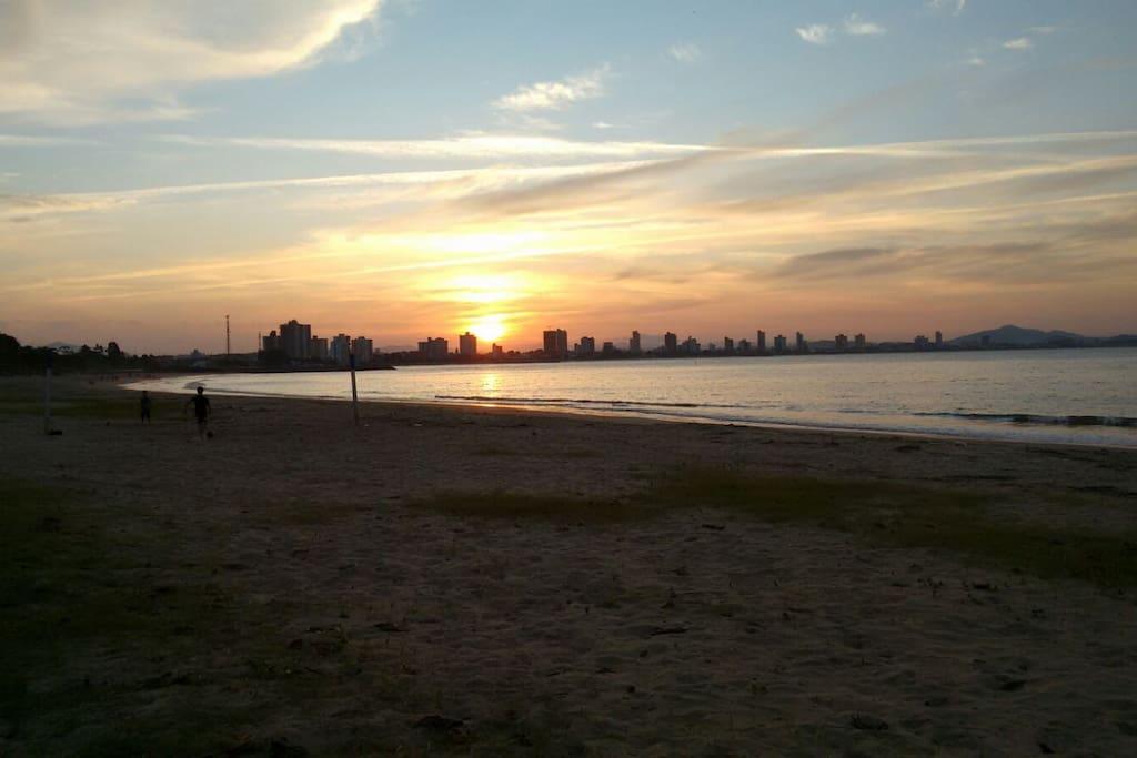 vista frontal da casa para praia a oeste - Pôr do Sol