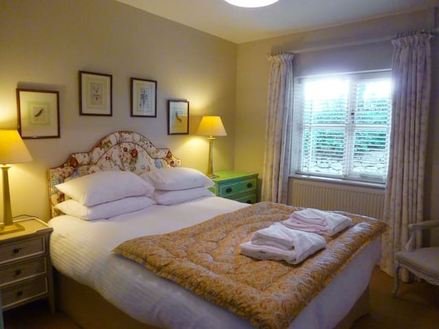 Bodrugan; a lovely boutique cottage - North Tamerton
