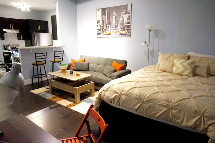 Modern, Cozy Studio by Light Rail. 30 Mins to NYC - Jersey City - Daire