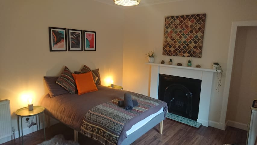 Large room & private shower room, near city centre