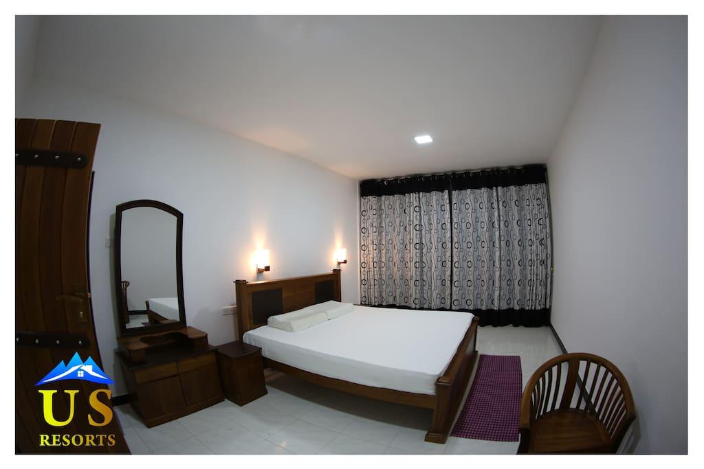 BED ROOM-'DELUXE DOUBLE'