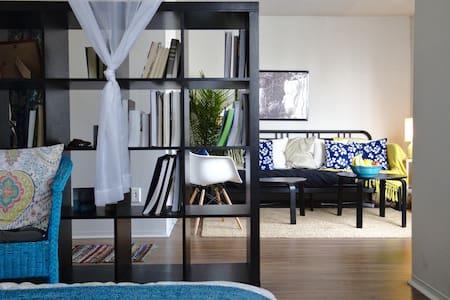 Beautiful 2 Bedroom Downtown Haven - Montréal - Apartment