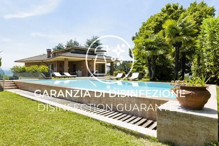 Luxury panoramic villa on the hills close to Alba