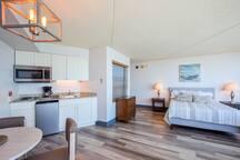 Cozy Ocean front Condo with AMAZING views!