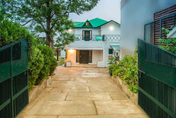 4 Bedroom Bungalow | Terrace | Lawn | Serene
