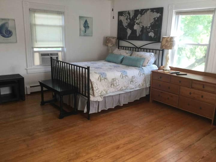 Private Room in Historic Home Near Middleburg