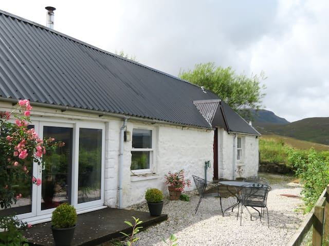 NC500 Cosy Cottage in the Highlands