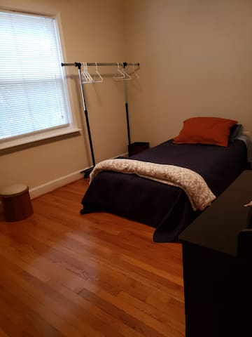 Great room only 2 blocks from DC in Silver Spring
