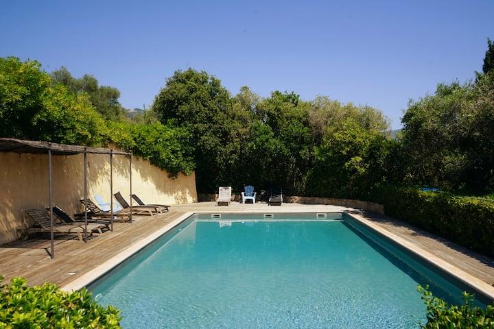 Villa 3 pièces climatisée, piscine, vue mer 180°