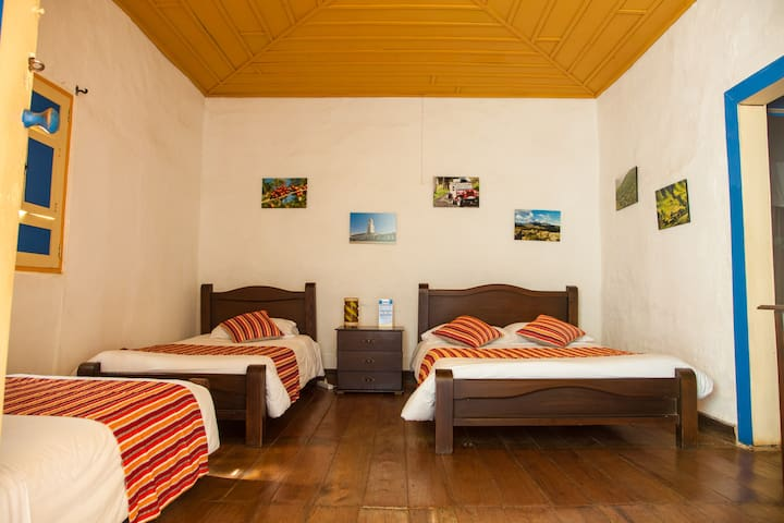 Habitación Triple Privada Hostal Ciudad de Segorbe