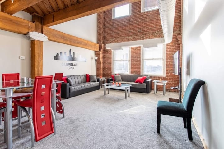 Spacious Two Story Luxury Loft D/T