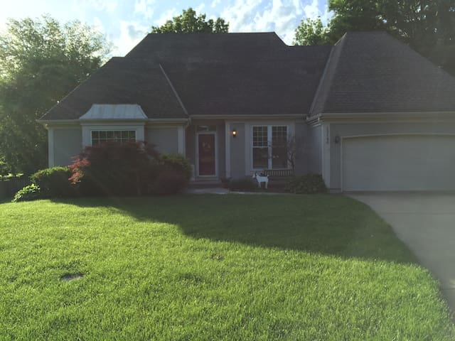 Beautiful home in quiet cul-de-sac - Overland Park - House