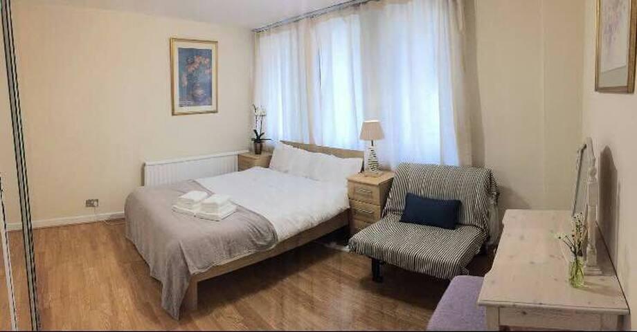 Amazing Location En-suit double bed room