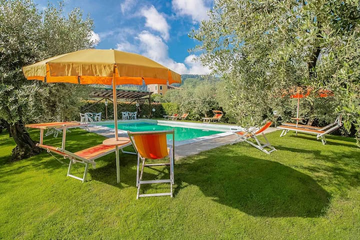 Lucca. Pool, WIFI. Walking distance to restaurant