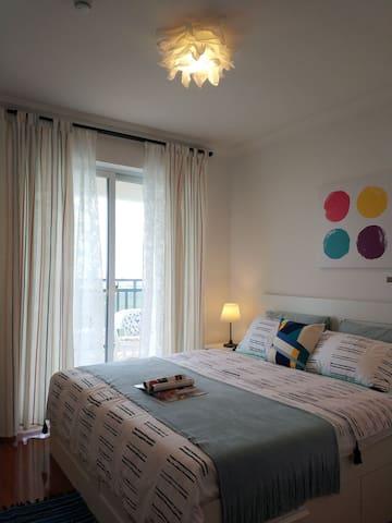 主卧室,带凉台,一线看海