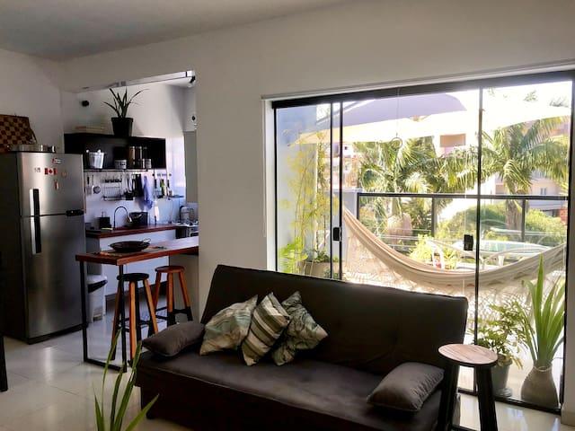 Apartamento novo, decorado, estiloso e equipado.