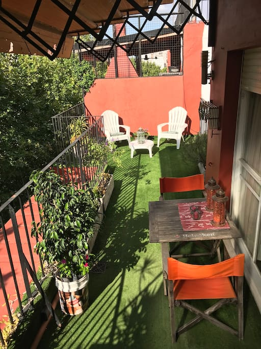 Comfortable private terrace/RoofTop. Access from the bedroom. Plenty of sun!