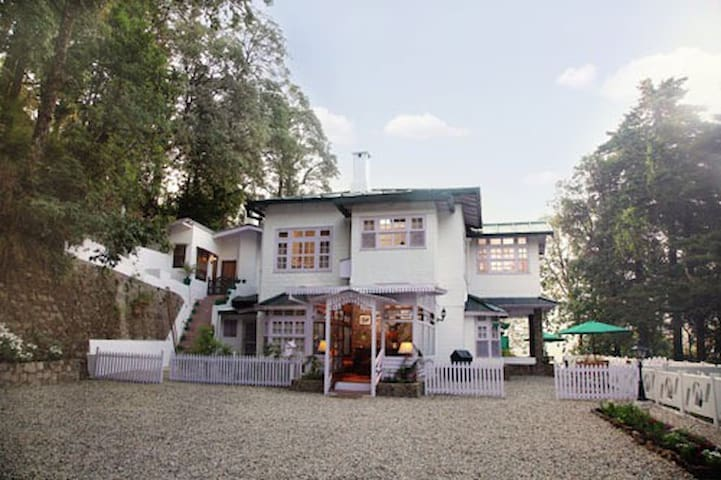 Luxury British Villa -Just Near Mall Road Nainital