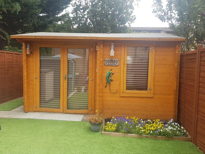Log Cabin in Reading