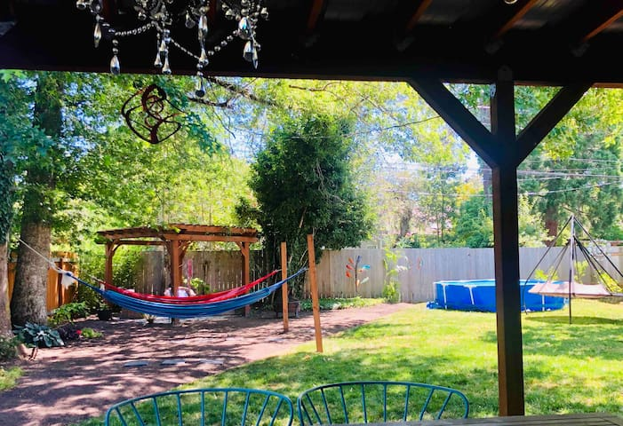 Backyard paradise 1 mile from Hayward, UO w/ pool
