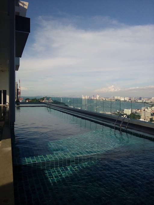 Pool with view over Pattaya Bay