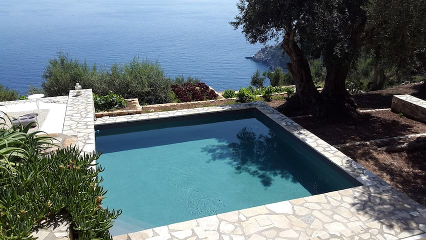 Paxos, Zoe, one-of-a-kind seafront old stone house - Paxoi - Βίλα
