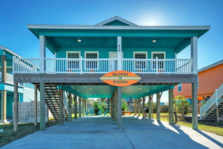 BOARDS N BIKINIS*3BR/2BA,NEAR BEACH*Golf Cart Zone
