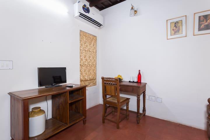 Spacious Heritage room near Mararikulam beach - Mararikulam - Bed & Breakfast