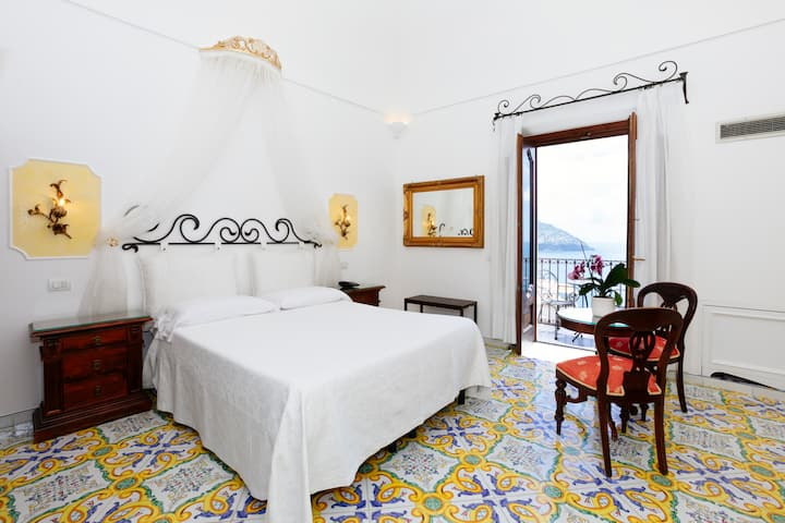 Romatic Deluxe Room with Terrace overview Positano