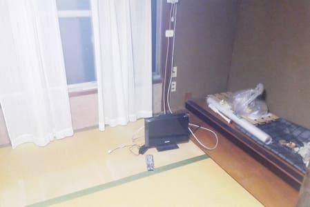 日本で、比較的広くない住居。 - Yao-shi