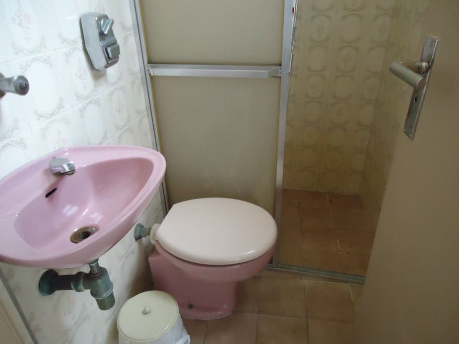 Banheiro serviço- 1