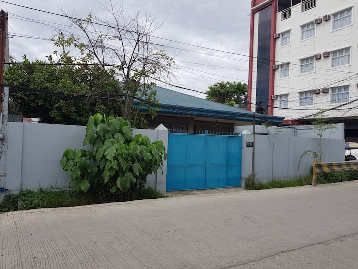 3BR Home (A/C/Cable/WiFi) SM Lanang (Max 6 Guests)