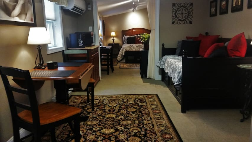 The White Rose B&B Carriage House Suite