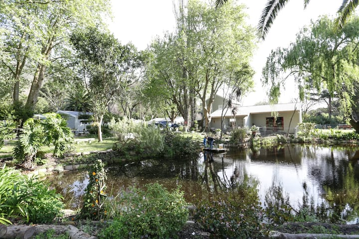 Waterland Lodge - Orchid Cottage