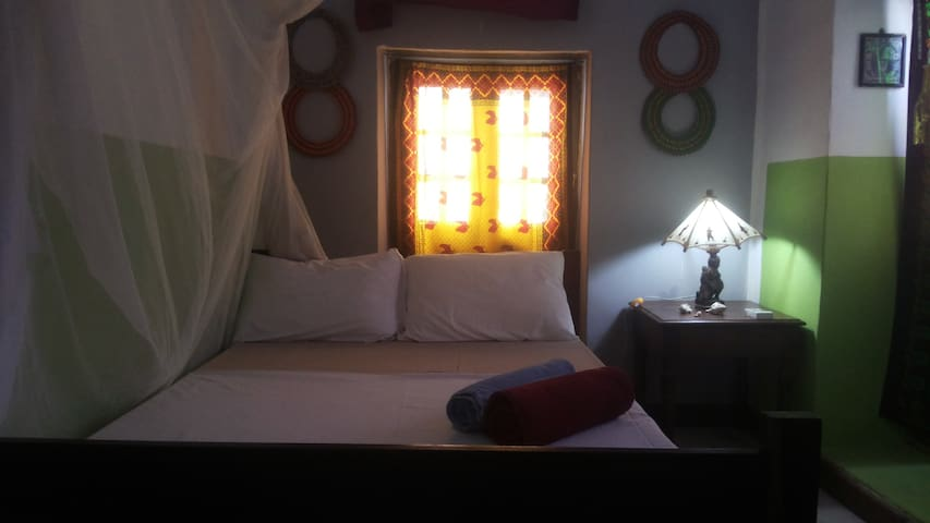 Cozy Room + Aircondition+ WIFI + Central Stonetown - Zanzibar Town - Departamento