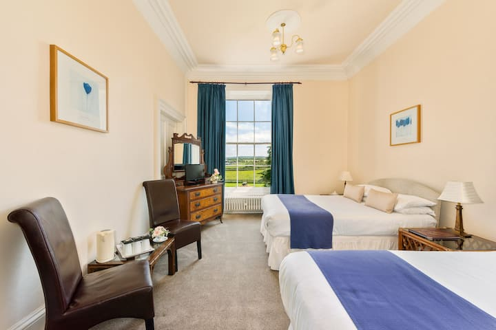 Family Triple Room @Greenhill Hotel