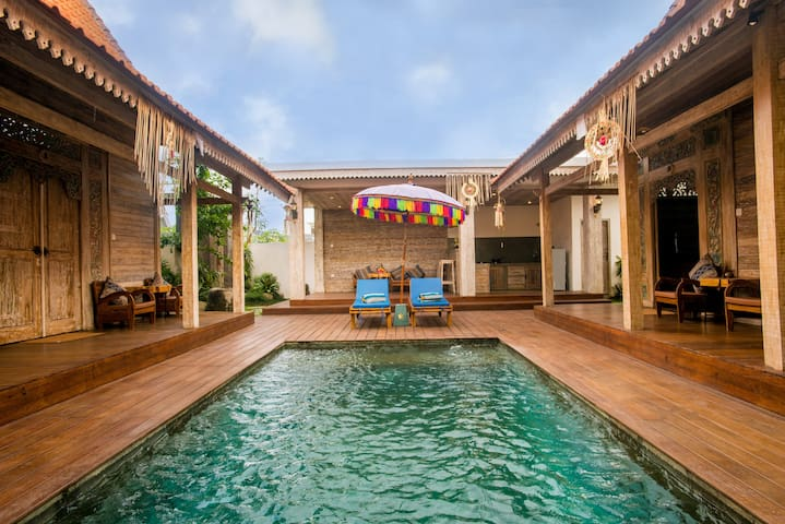 Canggu Paradise: own house The Apple near the pool