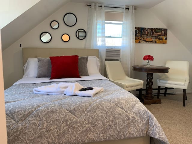1 Room in Revere (15 minutes from Downtown Boston)